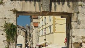 Splittring östlig Kroatien - 07/22/2015 - försilvrar portsikten, den soliga dagen, Dalmatia royaltyfria bilder