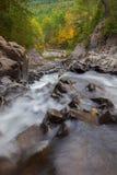 Splittring vaggar vattenfall Royaltyfri Bild