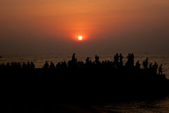 Społeczeństwo plaża. Zmierzch Fotografia Stock