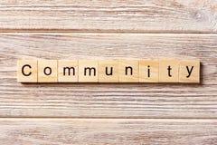 Społeczności słowo pisać na drewnianym bloku Społeczność tekst na stole, pojęcie Zdjęcie Royalty Free