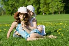 spoczynkowe łąk siostry Zdjęcia Royalty Free