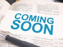 Spoedig komst Het Concept van de woordentypografie royalty-vrije stock fotografie