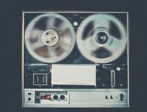 Spoel om band uitstekende retro audiotechnologie te winden Stock Foto