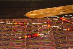 Spoel van draad en houten weavin van de spoel Thaise traditionele doek Royalty-vrije Stock Afbeeldingen