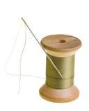 Spoel van groene naaiende draad stock afbeeldingen