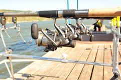 Spoelen met staven terwijl visserij. Royalty-vrije Stock Foto