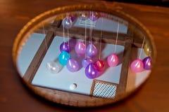 Spojrzenie podsufitowy balon w świetle słonecznym Spojrzenie podsufitowy balon w lustrze Zdjęcie Royalty Free