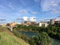 Spokane und Fluss von Kendall Yards Stockbilder