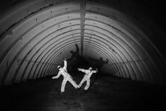 Spoken in donkere tunnel van kernenergieinstallatie Stock Afbeeldingen