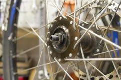 Spokes van een fiets rijden en hub Royalty-vrije Stock Foto