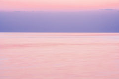 Spokój na morzu po zmierzchu Zdjęcie Royalty Free