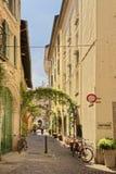 Spokojna boczna ulica w como Włochy zdala od turystów Obraz Stock