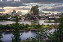 Spokojna Chińska rzeka i góry, słoń skała Zdjęcia Royalty Free