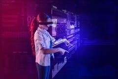 Spokojna dziewczyna wskazuje hologram podczas gdy być w rzeczywistości wirtualnej Zdjęcia Royalty Free