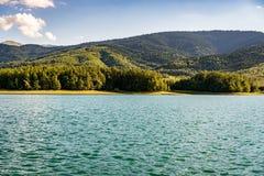 Spokojna natury scena z jeziorem Fotografia Royalty Free