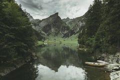 Spokojna scena odbija górę Alps seealpsee jezioro Fotografia Royalty Free