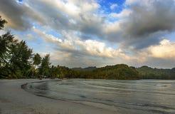 Spokojne fala na brzeg w Tajlandia obrazy stock