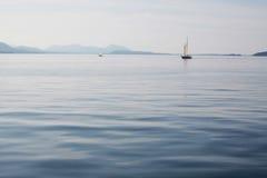 spokojny łodzi morze obrazy royalty free