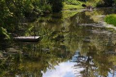 Spokojny dok W rzece zdjęcia stock