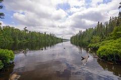 Spokojny dzień na Dalekim jeziorze Zdjęcia Stock