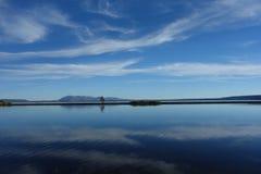 Spokojny jezioro przy Yellowstone parkiem Zdjęcia Stock