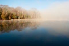 Spokojny jezioro w ranku Zdjęcia Stock