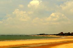 Spokojny niebieskie niebo i plaża fotografia royalty free