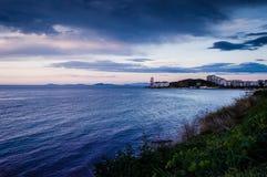 Spokojny ocean Przed burzą Z Podeszczowymi chmurami Obraz Royalty Free