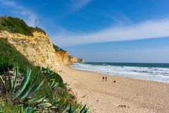 Spokojny plażowy sceny Praia de Porto De Mos zdjęcia royalty free