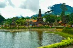 Spokojny pokojowy antyczny tradycyjny świątynny budynek w zmierzchu czasie zdjęcia royalty free
