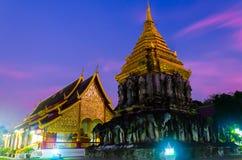 Spokojny pokojowy antyczny tradycyjny świątynny budynek w zmierzchu czasie obrazy stock