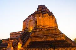 Spokojny pokojowy antyczny tradycyjny świątynny budynek w zmierzchu czasie obraz stock