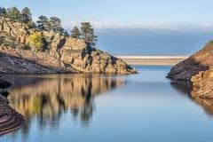 Spokojny popołudnie na halnym jeziorze Zdjęcia Royalty Free