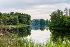 spokojny ranek na spokoju i najwięcej pięknego jeziora obraz stock