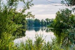 spokojny ranek na spokoju i najwięcej pięknego jeziora zdjęcie stock