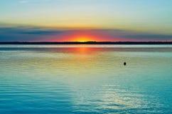 Spokojny zmierzch przy jeziorem Obraz Stock