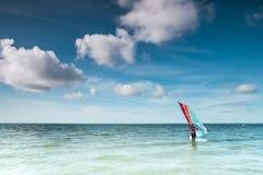 Spola surfaren på ett lugna hav på Nordsjön Royaltyfri Fotografi