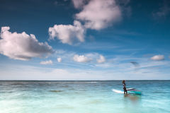 Spola surfaren på ett lugna hav på Nordsjön Royaltyfria Bilder