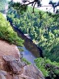 Spolande flod till och med Barron Canyon royaltyfri fotografi