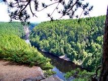 Spolande flod till och med Barron Canyon arkivbilder