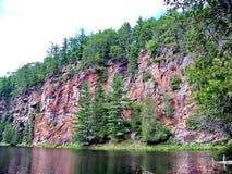 Spolande flod till och med Barron Canyon royaltyfri foto