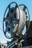 Spole med stålkabel på den tekniska kranen arkivfoton