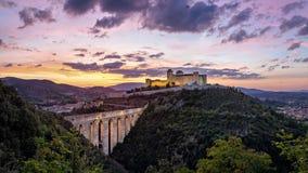 Spoleto на заходе солнца, провинции Перуджа, Италии стоковые изображения