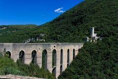 Spoleto, panorama de Torri del delle de Ponte Fotos de archivo libres de regalías