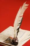 Spoletta e giornali della piuma Immagine Stock