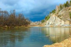 Sponda del fiume della foresta Fotografia Stock Libera da Diritti