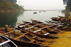 Sponda del fiume di Umngot fotografie stock libere da diritti