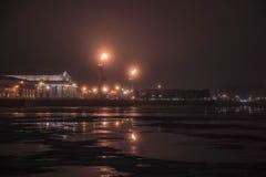 Sponda del fiume nella sera Immagine Stock