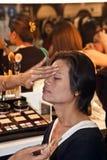 Sponsores cosmétiques de la société AMWAY un cours de maquillage Photo libre de droits
