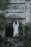 spook op oud huis als achtergrond Royalty-vrije Stock Foto's